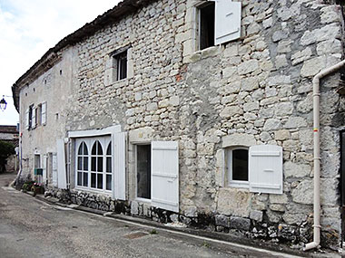 Autrement immobilier sarl maison en pierre avec vue dominante et jardin - Autrement maison ...